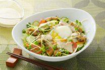 半熟卵とうなぎの蒲焼サラダ