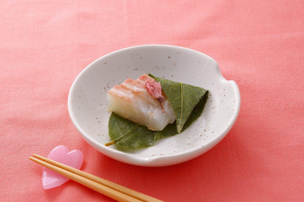 鯛の昆布締め桜風味