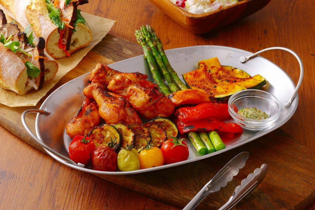 季節の野菜と鶏のバーベキューグリル